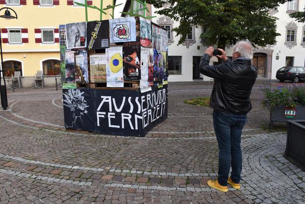 Alt-Huanza-Obmann Sieghard Wacker hielt die Plakate aus seiner Ära fest.