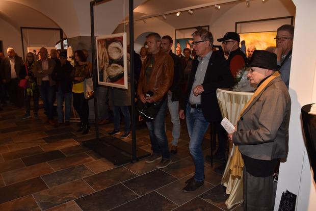 BM Alois Oberer (im Bild mit Redakteur Günther Reichel), ganz salopp, eröffnete offiziell die neue Zeillergalerie im Untermarkt.