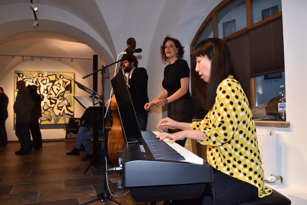 """Das Trio """"Mary me"""" untermalte die Eröffnung mit Jazz vom Feinsten."""