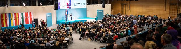 1500 Unterstützer kamen am Sonntag zum Wahlkampfauftakt der Tiroler VP in die Kufstein Arena.
