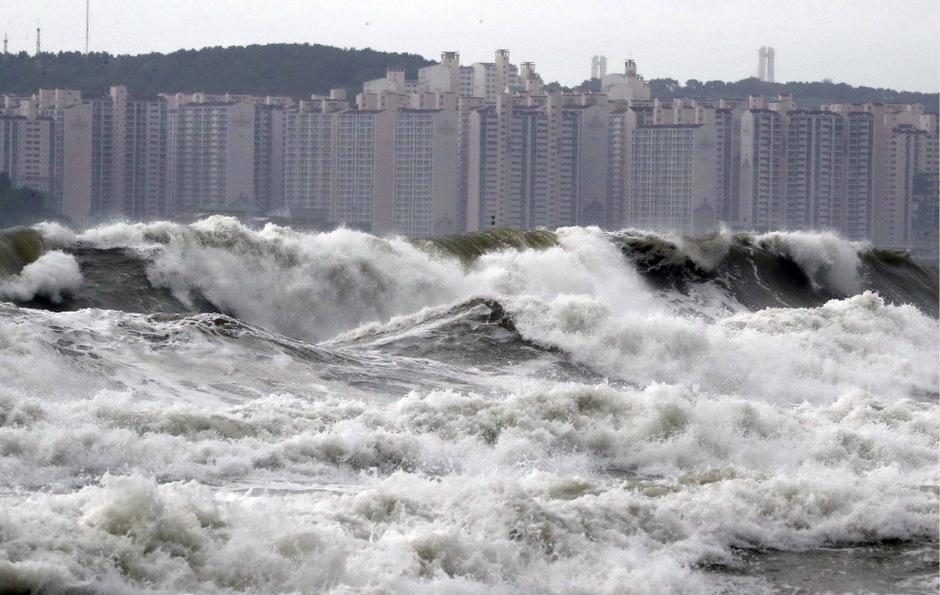 Der Taifun sorgte auch für meterhohe Wellen in Busan.