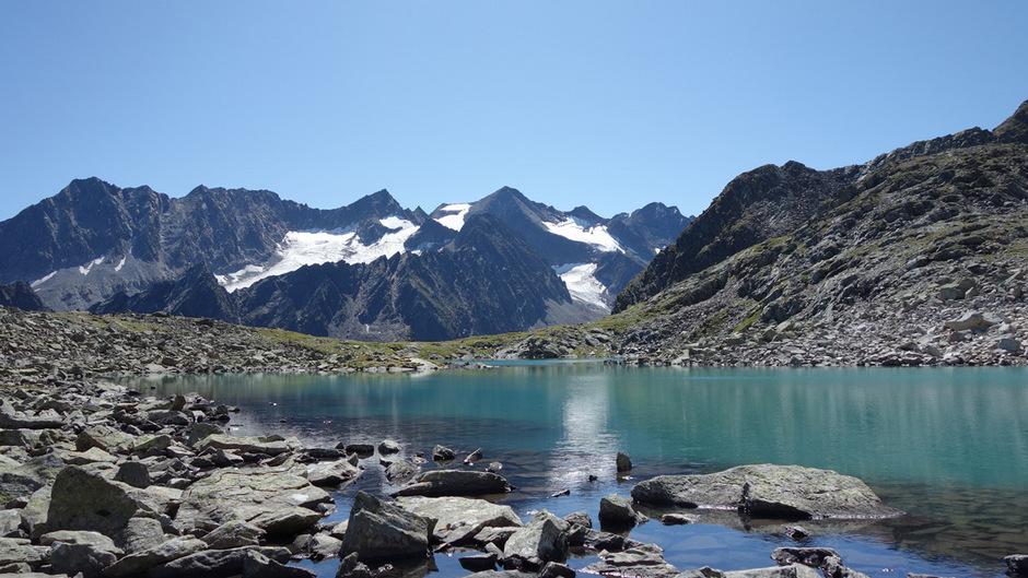 Das Spätsommerwetter lädt zu einem Ausflug ein, vielleicht  zum RInnen See in den Stubaier Alpen.