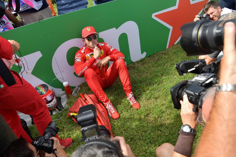 Ein Sieger, der auf dem Boden bleibt: Charles Leclerc gab sich im Moment seines größten Triumphes bescheiden.