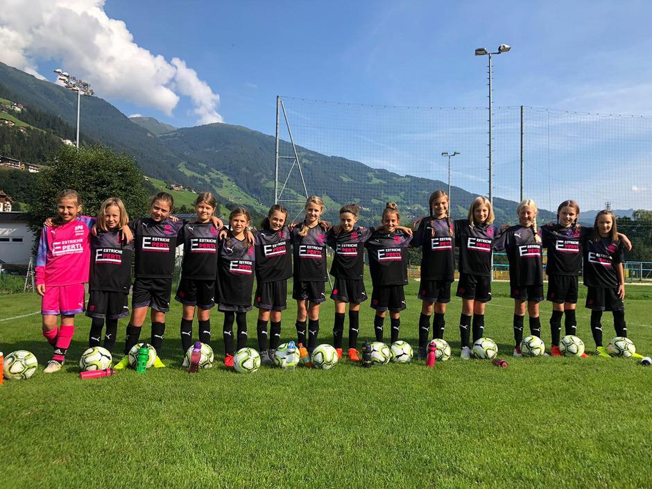 Fußballerinnen von vier Vereinen schlossen sich im Juli zur SPG Hinteres Zillertal zusammen.