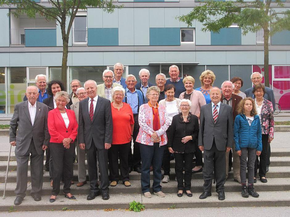 Die Mitglieder der Tiroler Vereinigung öffentlicher Mandatarinnen und Mandatare mit ihrem Obmann, LA a.D. Rudi Warzilek (hinten, r.).