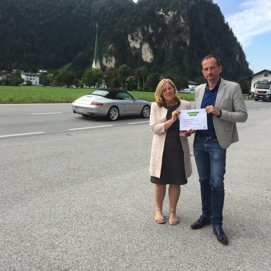 Der Verkehr im gesamten Bezirk sollte genau analysiert werden und dann ein Mobilitätskonzept erstellt und umgesetzt werden, meinen Hermann Weratschnig und Elisabeth Kirchler.