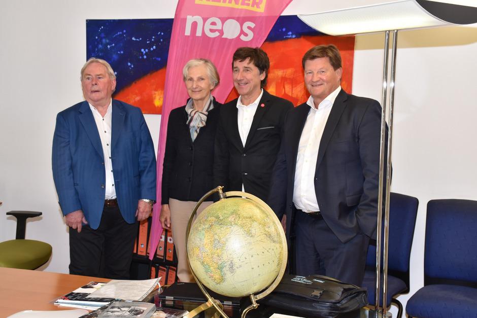 NEOS-Treffen bei der Firma SMR in Pflach (v.l.): Heinz Kotz, Irmgard Griss, Johannes Margreiter und Markus Moll.