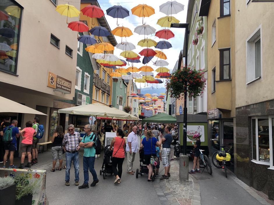 Die Imster SoFuZo bespielte die Innenstadt mit diversen Themenwochenenden und lockte zahlreiche Besucher an.