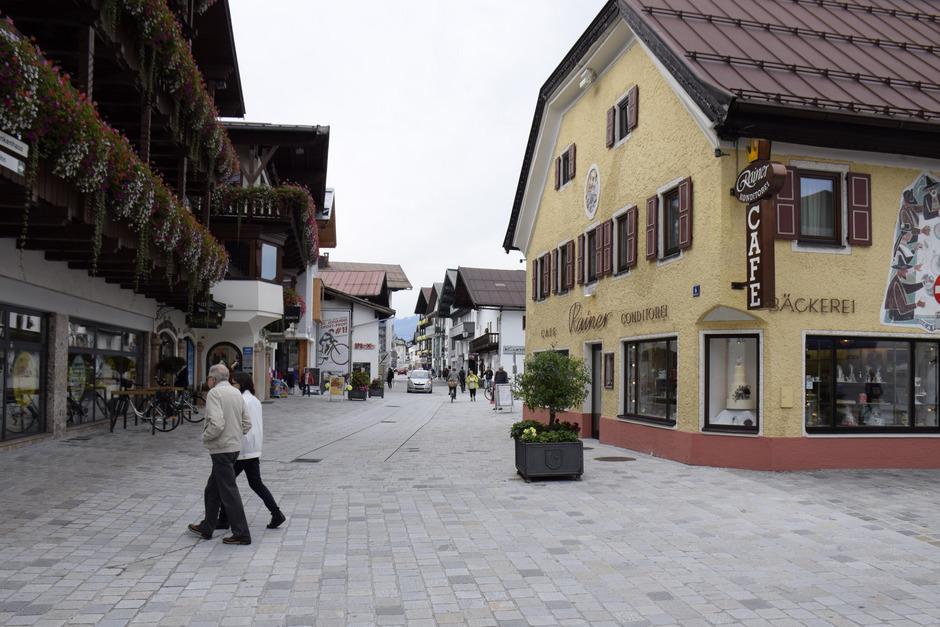 Von der Poststraße (rechts im Bild) kommend soll durch ein Rechtsabbiegeverbot in die Speckbacherstraße Rasern Einhalt geboten werden.