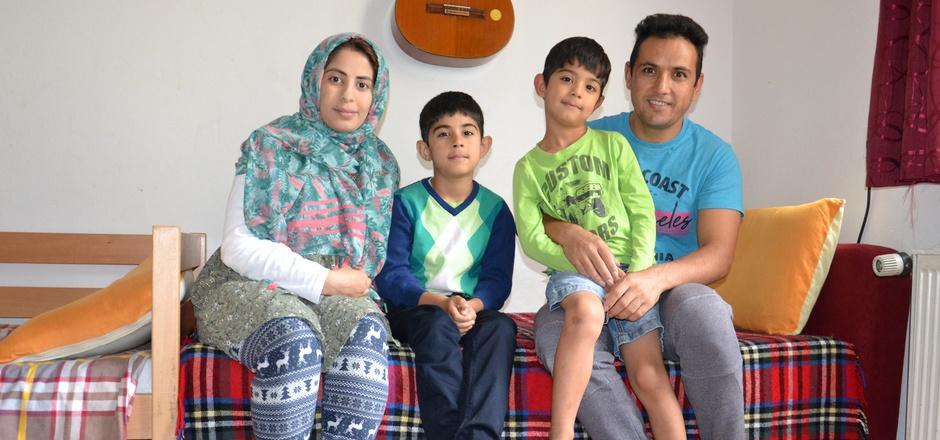 Familie Karimi aus Afghanistan ist seit einem Jahr in der Angerburg: Mutter Arezo, Milad (7), Merdad (6), Vater Ali.