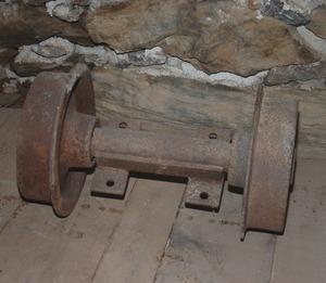 Auf derartigen Achsen wurden Hunte (Förderwagen) mit Erz transportiert, sieben Stück sind erhalten.