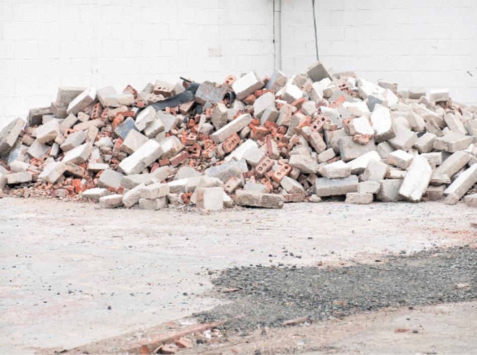 Rund 20.000 Kubikmeter Baurestmassen müssen vom aufgelassenen Betriebsgelände entfernt werden.