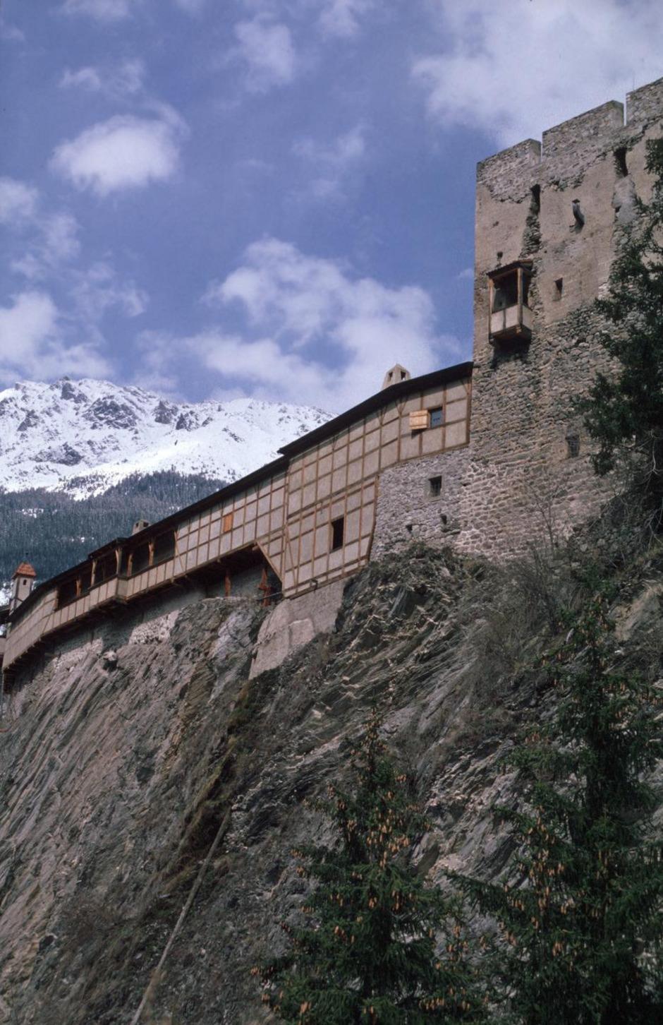 Die Burg Berneck öffnet am Tag des Denkmals ihre Tore. Dort ist unter anderem die älteste Stube Nordtirols zu sehen.