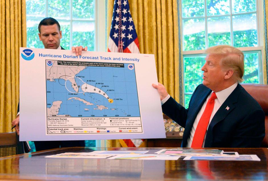 """Trump und die """"korrigierte"""" Prognose für Hurrikan """"Dorian""""."""