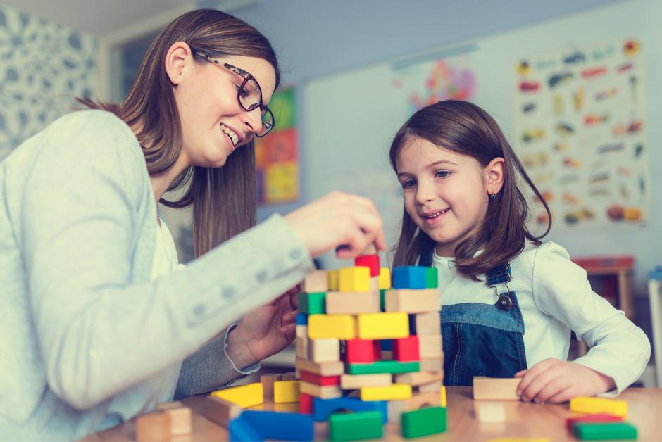 """Die """"Bildungspool GmbH"""" der GemNova erbringt in einer Reihe von Gemeinden, darunter auch Innsbruck, Dienstleistungen im Rahmen von Schulassistenz und Freizeitbetreuung."""