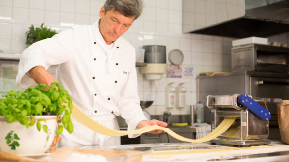 """""""Wo Bio draufsteht, sollte Bio drin sein"""", sagt Küchenchef Otto Wandl. Auf Speisekarten sollten Gäste sehen, woher die Zutaten kommen, und wer mit """"Bio"""" wirbt, sollte diese Zertifizierung nachweisen müssen."""