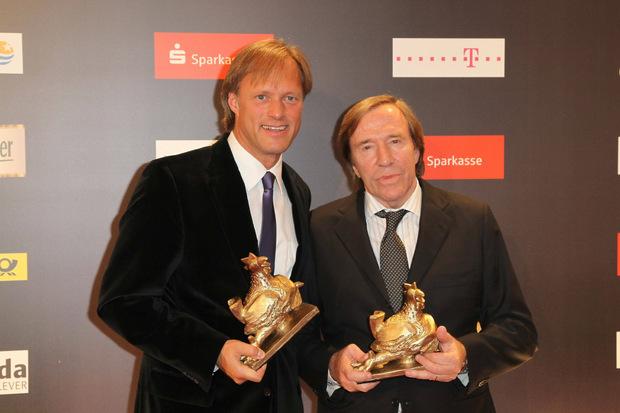 Auch als TV-Moderator an der Seite von Gerhard Delling heimste Netzer haufenweise Trophäen und Auszeichnungen ein.