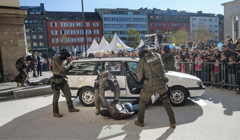 Rudi Federspiel fordert den verstärkten Einsatz von Cobra-Beamten im Streifendienst (im Bild bei einer Übung).