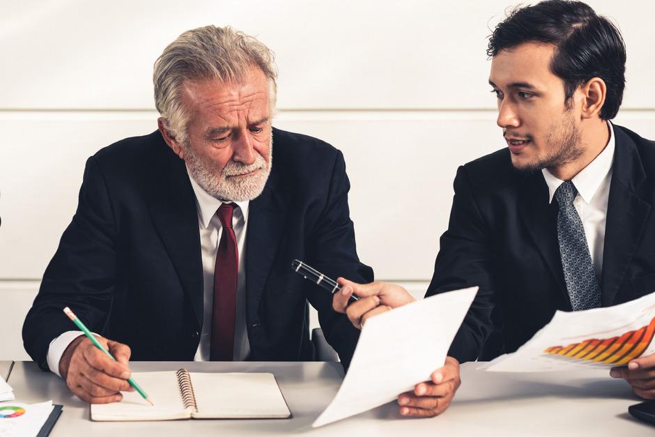 Zertifizierte Gerichtsdolmetscher erbringen teils hochqualifizierte Übersetzungsleistungen und fühlen sich unangemessen entlohnt.