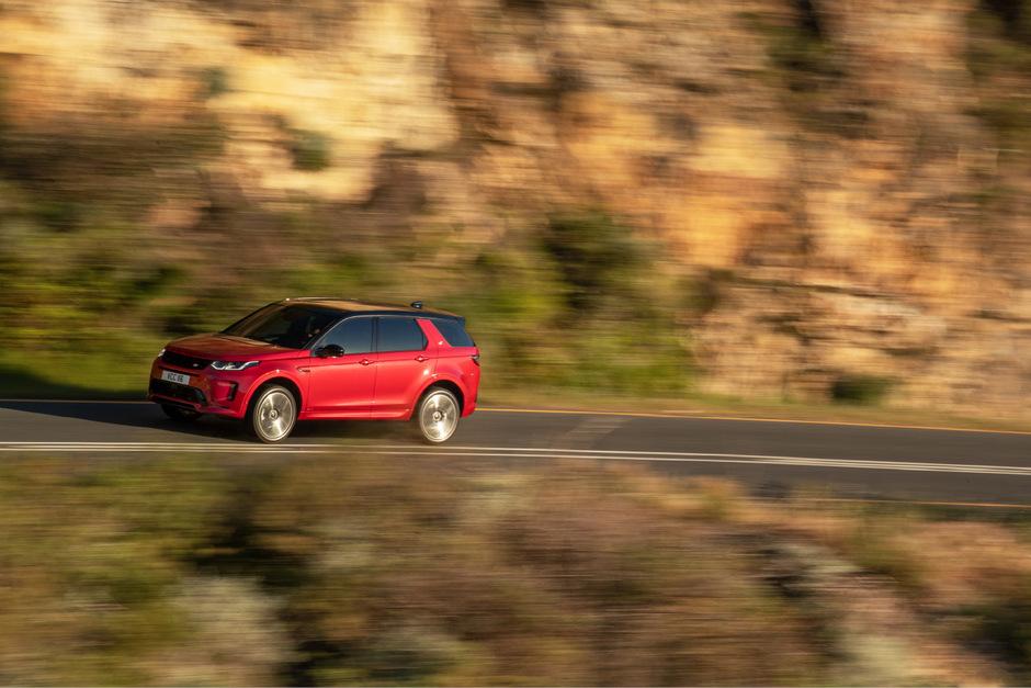 Der Land Rover Discovery Sport verzichtet auf martialischen Abenteuer-Look, kombiniert aber Offroad-Disziplinen mit hochkomfortablen Reise-Talenten.