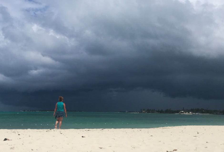 Ein neuer Sturmmit heftigen Windböen und schweren Regenfällen nähert sich den Bahamas.