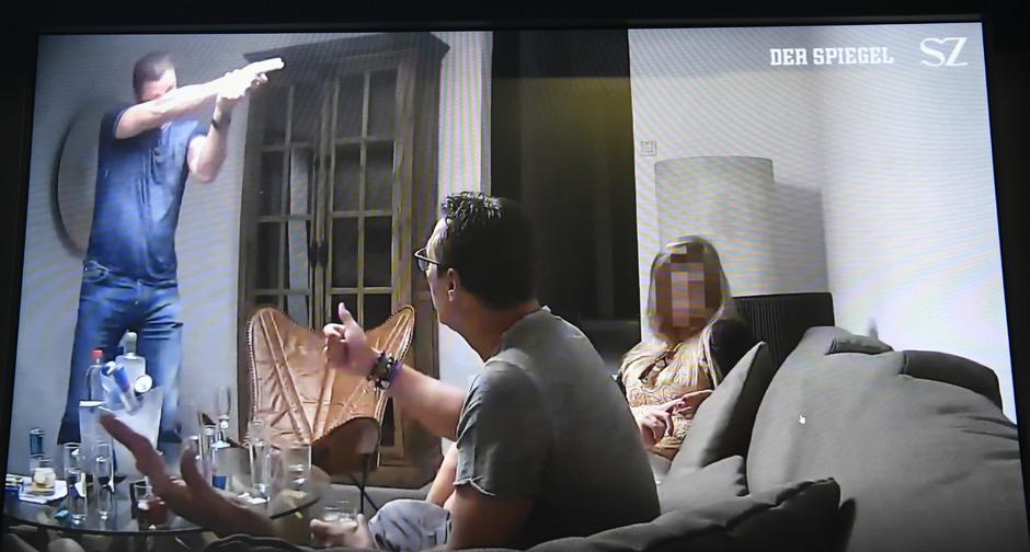 Szene aus dem verhängnisvollen Video mit Heinz-Christian Strache und Johann Gudenus (l.).