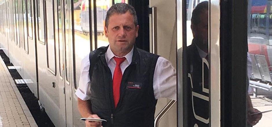 Bruno Gasser (56) war im Dienst, als eine Italienerin im Zug einen Herzstillstand erlitt. Der Schaffner reagierte richtig.
