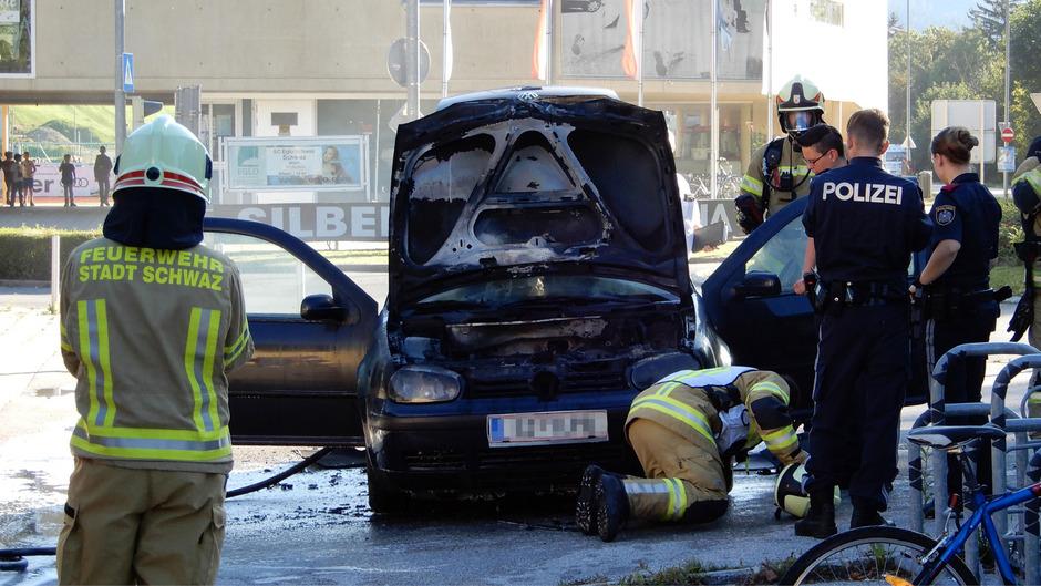 An dem Fahrzeug entstand vermutlich Totalschaden.