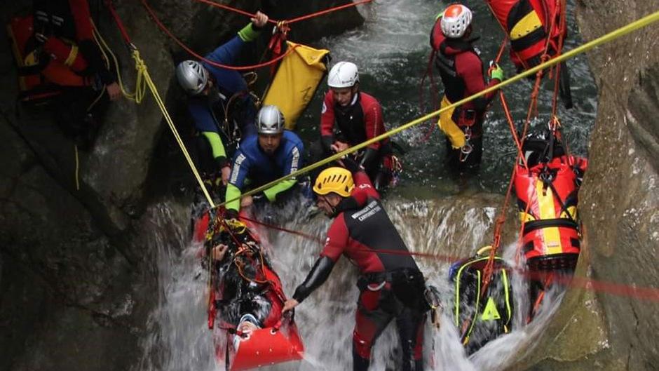 Die Tiroler Wasserrettung ist für Canyoning-Einsätze gut gerüstet, wie sie bei einer Übung in Bayern demonstrierte.