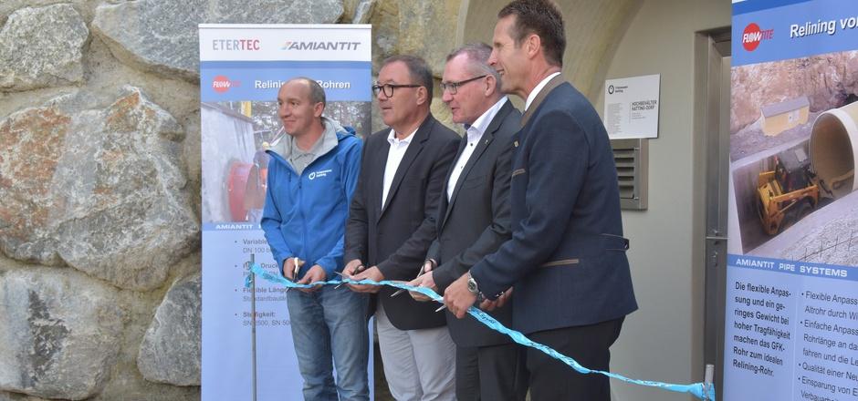 Alles im Fluss: Wassermeister Georg Wild, Vize-BM Bernhard Brötz, Landesrat Johannes Tratter und BM Dietmar Schöpf (v.l.) nahmen den neuen Trinkwasserhochbehälter in Hatting feierlich in Betrieb.