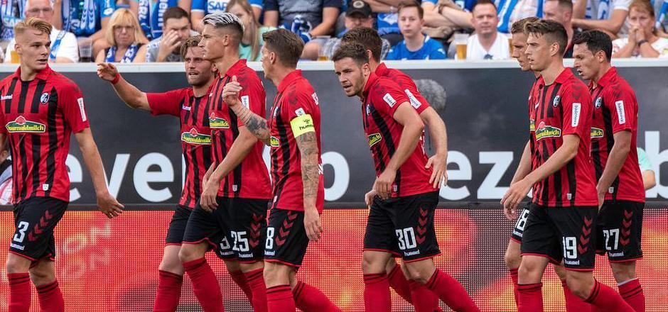 Philipp Lienhart  (l.) und seine Freiburger überraschen in der deutschen Bundesliga.