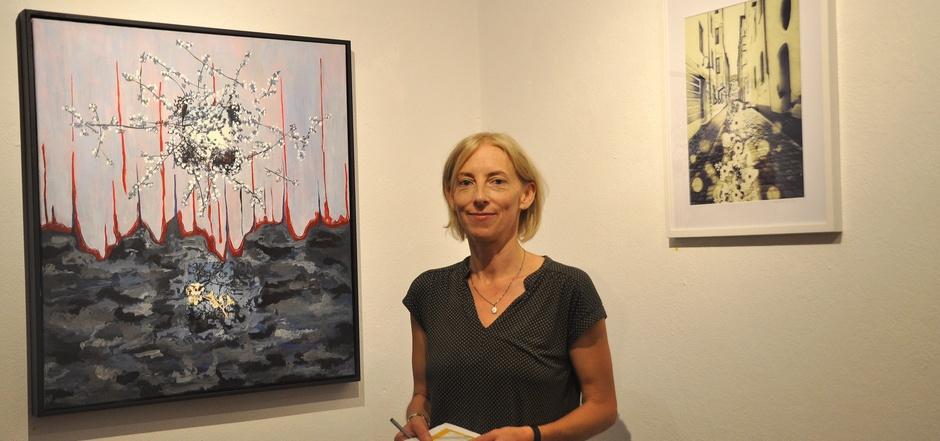 Wo das Foto aufhört und die Malerei beginnt, zeigt sich bei Nina Christ erst bei näherer Betrachtung.