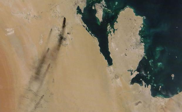 Satelitenaufnahme der brennenden Anlagen in Abkaik.