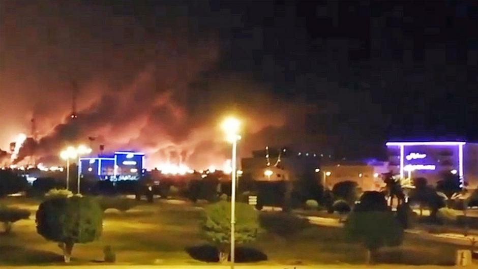 Am Samstagmorgen hatten mehrere Explosionen Anlagen des staatlichen Ölkonzerns Saudi Aramco erschüttert.