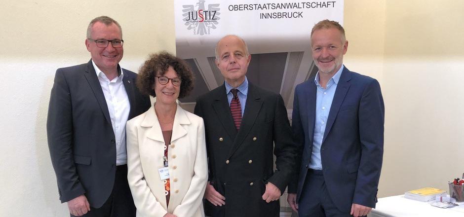 LR Johannes Tratter, leitende Oberstaatsanwältin Brigitte Loderbauer, Justizminister Clemens Jabloner und Kössens Bürgermeister Reinhold Förl (v.l.n.r.) eröffneten vor Staatsanwälten und Gästen das heurige Forum.