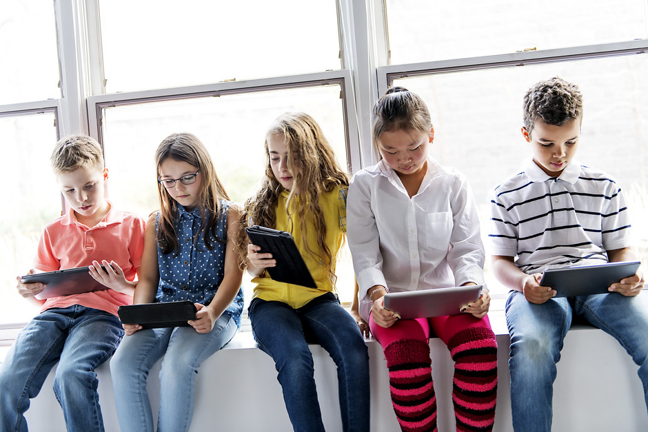 Tablets, Smartphone und Laptop werden nicht nur zum Spielen und Surfen, sondern häufig auch zum Lernen benützt.