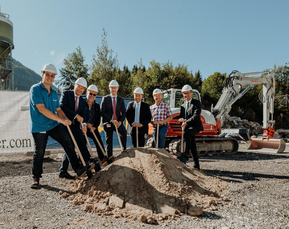 Beim Spatenstich gab es nur strahlende Gesichter. Im September 2020 soll die neue Lehrwerkstatt den Betrieb aufnehmen.
