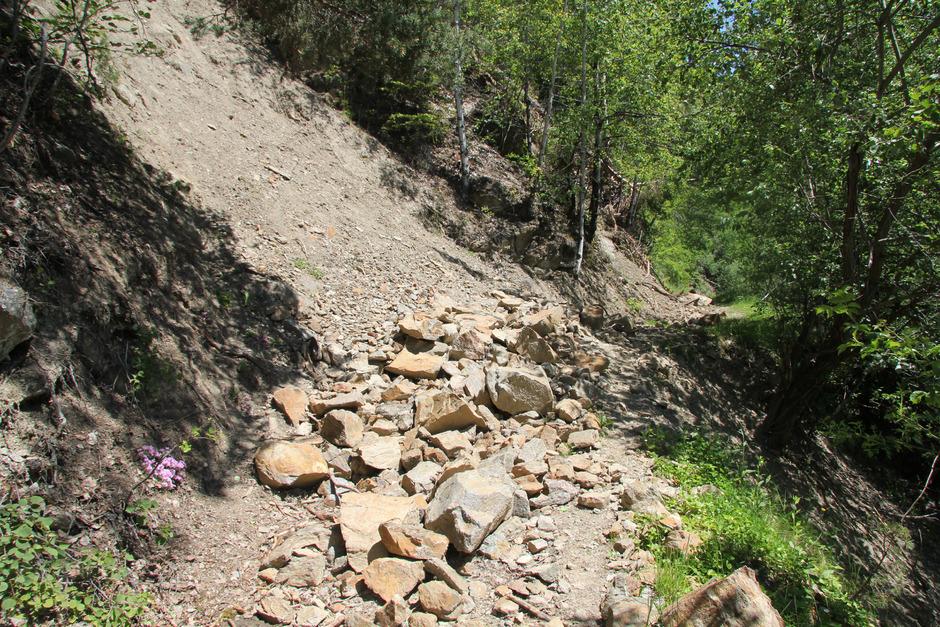 Im Winter donnerten mehrere Felsbrocken auf den Wallfahrtsweg. Seither ist er gesperrt.