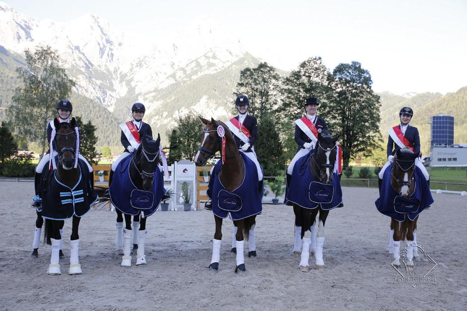 Meisterliche Reiter und Pferde: Daria Hohenwarter, Olivia Pikemaat, Emely Günther, Amanda Hartung und Marie Haim-Swarovski.