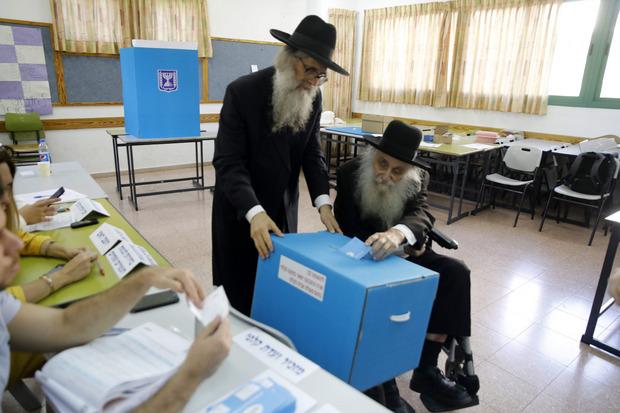 Ultra-orthodoxe Juden wählten bei der Wahl in Israel in der Stadt Bnei Brak.