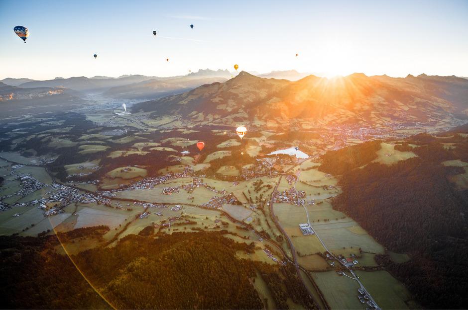 Frei wie ein Vogel, getragen nur vom Wind – die bunten Heißluftballone sind wieder von 21. bis 28. September über dem Brixental zu bestaunen.