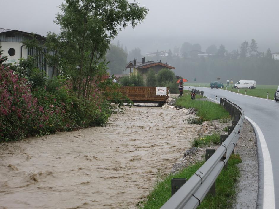 Im Jahr 2014 bedrohte die hochwasserführende Brixentaler Ache die Gemeinden von Brixen i. T. bis Wörgl.