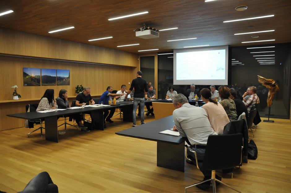 Die Haiminger Gemeinderäte bekamen durch Substanzverwalter Hubert Leitner einen umfassenden Bericht über die Agrargemeinschaft Ochsengarten geliefert.