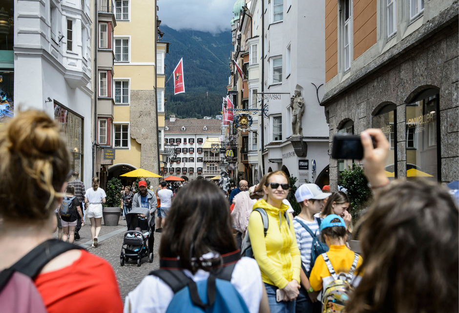 Von Touristen überfüllte Plätze können Tourismophobie schüren.