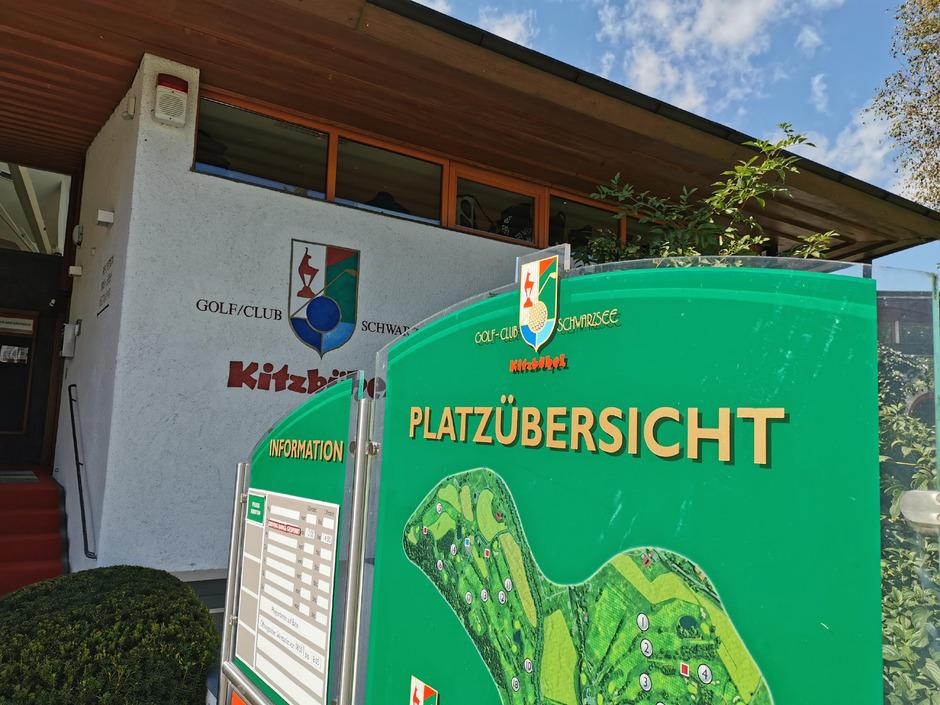 Im Golfclub Kitzbühel Schwarzsee hängt der Haussegen schief.