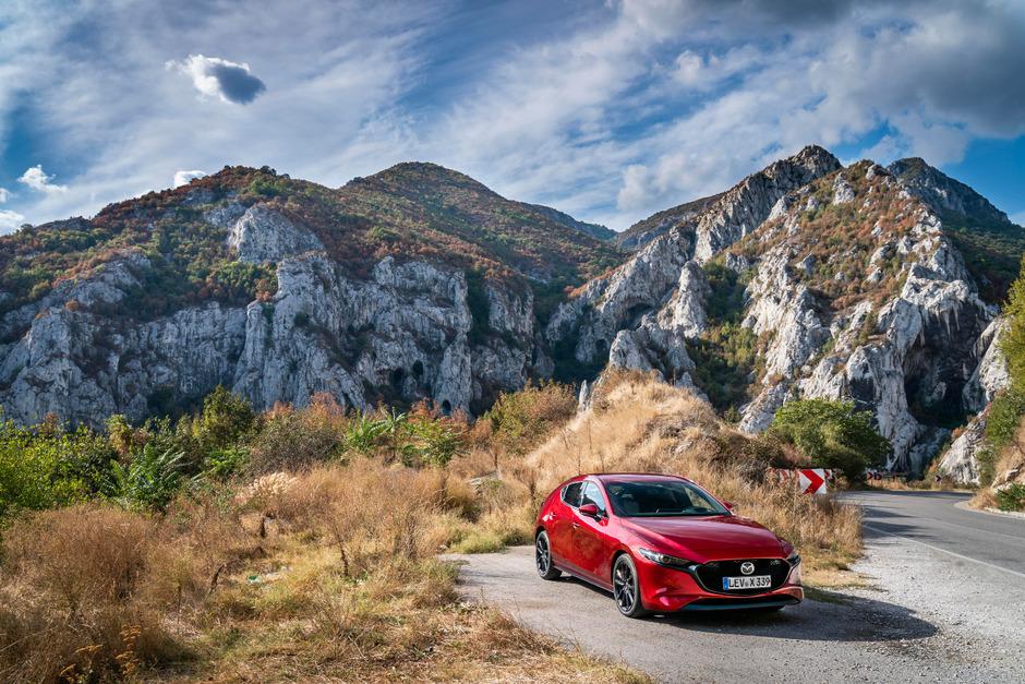 """Mazda3 Skyactiv-X180: Erweiterung der Antriebspalette um den """"Diesotto"""" oder """"Biesel"""", der Benzin- und Diesel-Technik kombiniert."""