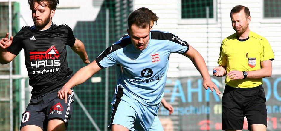 Die Spiele zwischen Schönwies/Mils und Absam sind schon seit Jahren hart umkämpft. Auch Simon Laimgruber (r.) sah am Samstag Rot.