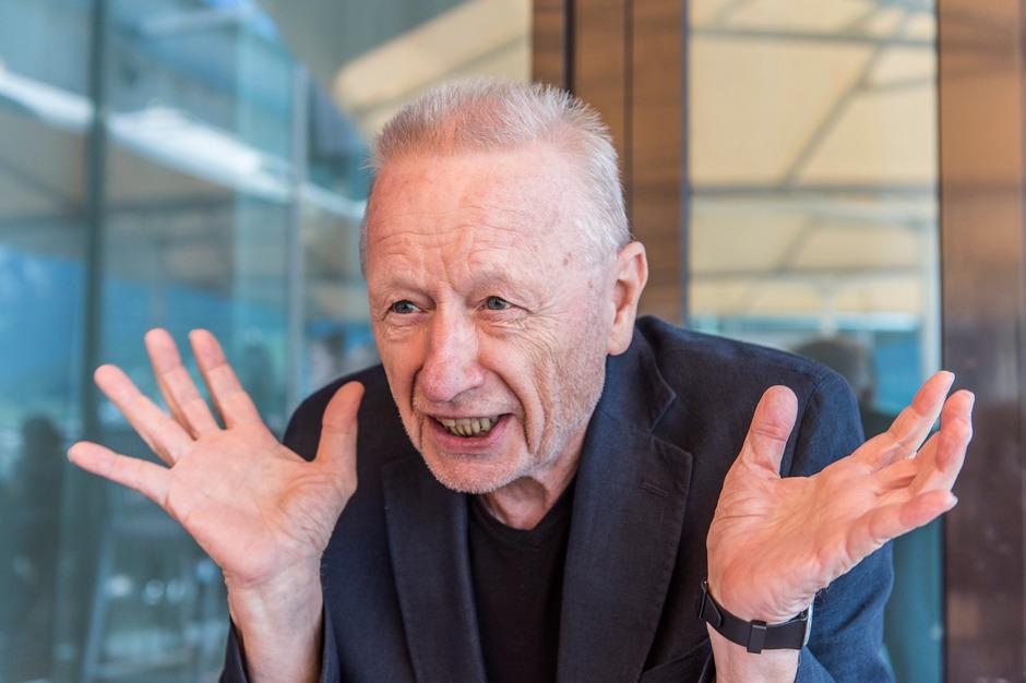 """Franz Morak, geboren 1946 in Graz, war Ensemblemitglied des Burgtheaters. 1980 veröffentlichte er sein erstes Album """"Morak""""."""
