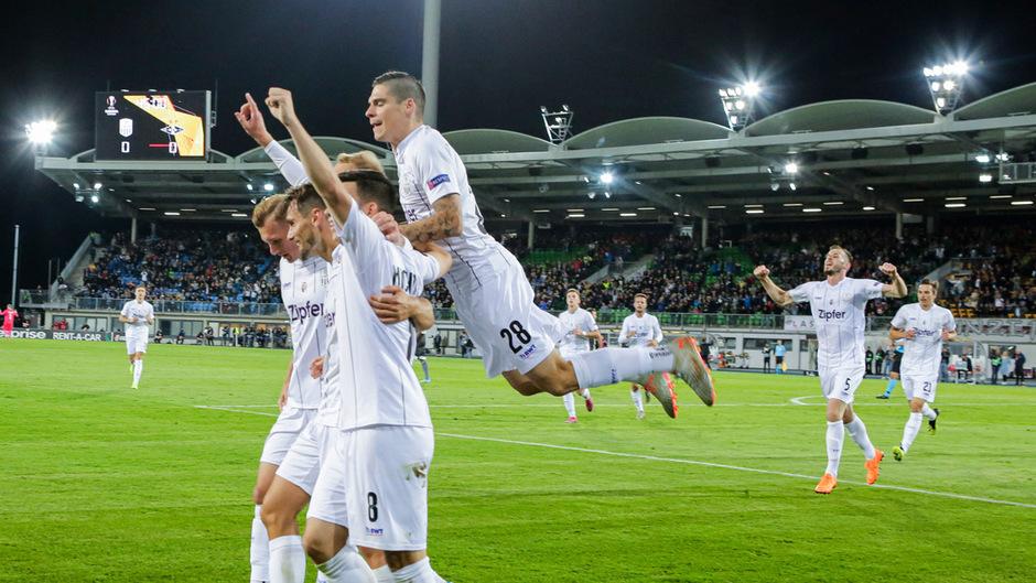 Freud bei den LASK-Spielern nach dem ersten Treffer in der Europa League.