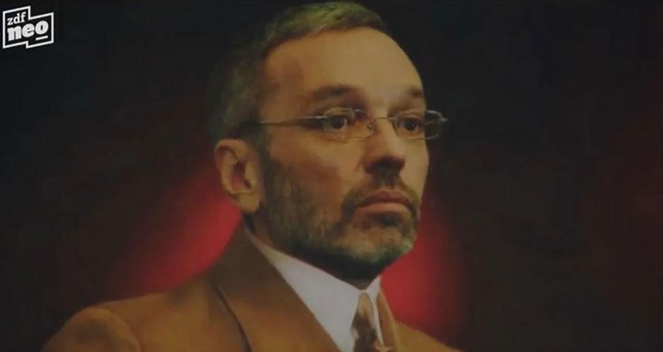 """Der FPÖ-Listenzweite Herbert Kickl wird in Jan Böhmermanns Rap-Video """"Herz und Faust und Zwinkerzwinker"""" in Nazi-Uniform dargstellt."""
